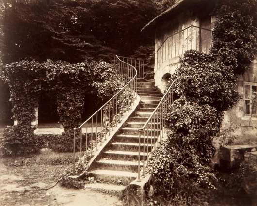 Eugene Atget (1857-1929), 'Petit Trianon, (Versailles), 1921,' albumen print on gold chloride paper. Estimate: £5,000-£7,000. Dreweatts & Bloomsbury Auctions image.