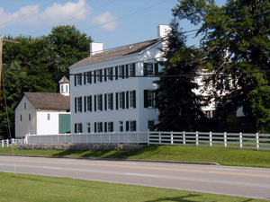 Huddleston Farmhouse Inn Museum on U.S. Route 40 in Mount Auburn, Ind. Image by William Eccles, courtesy of Wikimedia Commons.