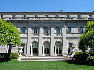 Henry C. Frick House on 5th Avenue in New York, which contains the Frick Collection. Photo by Gryffindor. Creative Commons by ShareAlike 3.0 license