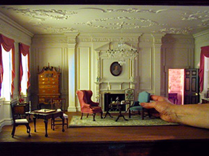 A miniature room setting from the National Museum of Toys and Miniatures exhibit. Image courtesy of the Nelson-Atkins Museum of Art.