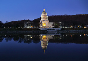 The West Virginia State Capitol Building in Charleston, W.Va. Image by Richard apple. This file is licensed under the Creative Commons Attribution 2.0 Generic license.