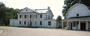 The Dyess Colony Administration Building. Image by Jan-Kristian Schriwer, courtesy of Wikimedia Commons.