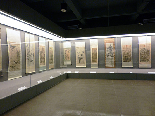 A gallery at the Kwong Lam Museum of Art displays traditional Chinese artworks. Kwong Lam Museum of Art image.