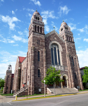 Fired gutted the 1881-90 St. Peter Cathedral in Marquette in 1935 but the sandstone walls survived and the structure was was rebuilt. Image by Bobak Ha'Eri. This file is licensed under the Creative Commons Attribution-ShareAlike 3.0 Unported license.