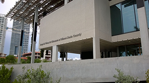 Perez Art Museum Miami, photo by B137. Licensed under Creative Commons Attribution-Share Alike 3.0 via Wikimedia Commons.