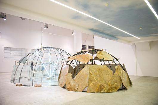 Mario Merz, 'Spostamenti della terra e della luna sull'asse,' 2003 triplo igloo, tubi di metallo, vetro, pietra, neon, morsetti, argilla. Courtesy Pace London.