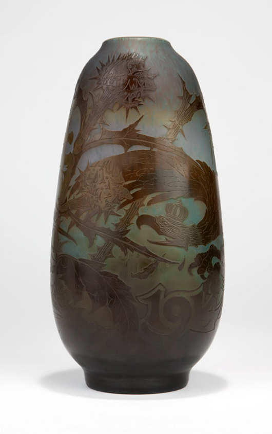 A rare commemorative piece from the Gallé factory, this cameo glass vase marking the 1914 Battle of Lorraine brought $11,685, handily outperforming the $3,000–4,000 estimate. John Moran Auctioneers image.