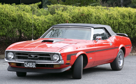 1971 Ford Mustang convertible, est. $10,000-$15,000. Quinn & Farmer image