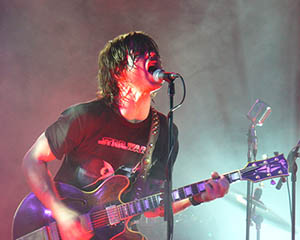 Ryan Adams, a Willie's American Guitars customer, performing in September 2006. Image by 6tee-zeven. This file is licensed under the Creative Commons Attribution 2.0 Generic license.
