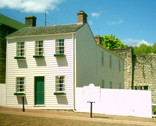 Mark Twain's boyhood home in Hannibal, Mo. Image by Andrew Balet. This file is licensed under the Creative Commons Attribution 2.5 Generic license.