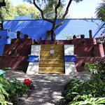 Pre-Hispanic pieces adorn the pyramid-shape tomb in the garden at the Frida Kahlo Museum, Mexico City. Photo by Anagoria, taken Dec. 22, 2013. licensed under the Creative Commons Attribution 3.0 Unported license