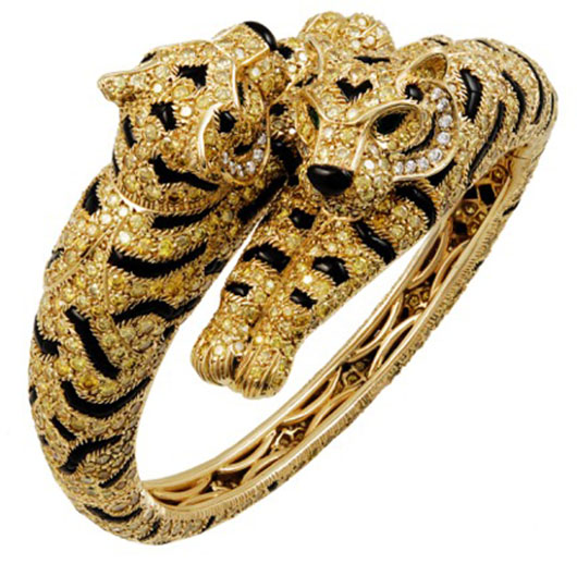 Cartier 18K yellow gold and fancy yellow diamonds, onyx and emerald two-headed tiger bangle. Image courtesy Los Angeles Jewelry, Antiques & Design Show