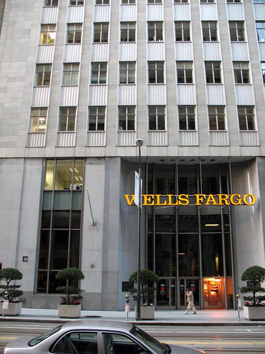 Thieves crash SUV into Wells Fargo museum, steal gold