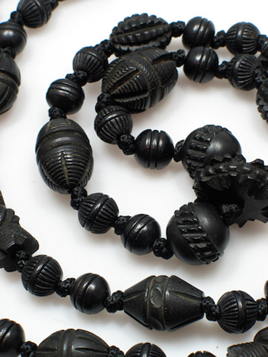 Miscellaneana: Whitby jet, once a staple of mourning jewelry