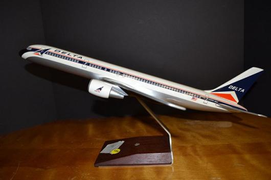 Airline world's little secret: infatuation with model planes