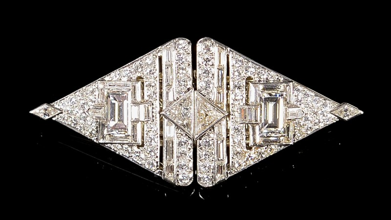 This 11-carat total weight diamond pin/pendant is one of several 1940s jewelry pieces in the sale designed by Paul Flato protégé George Headley. Estimate: $10,000-$12,000. Case Antiques Auction image