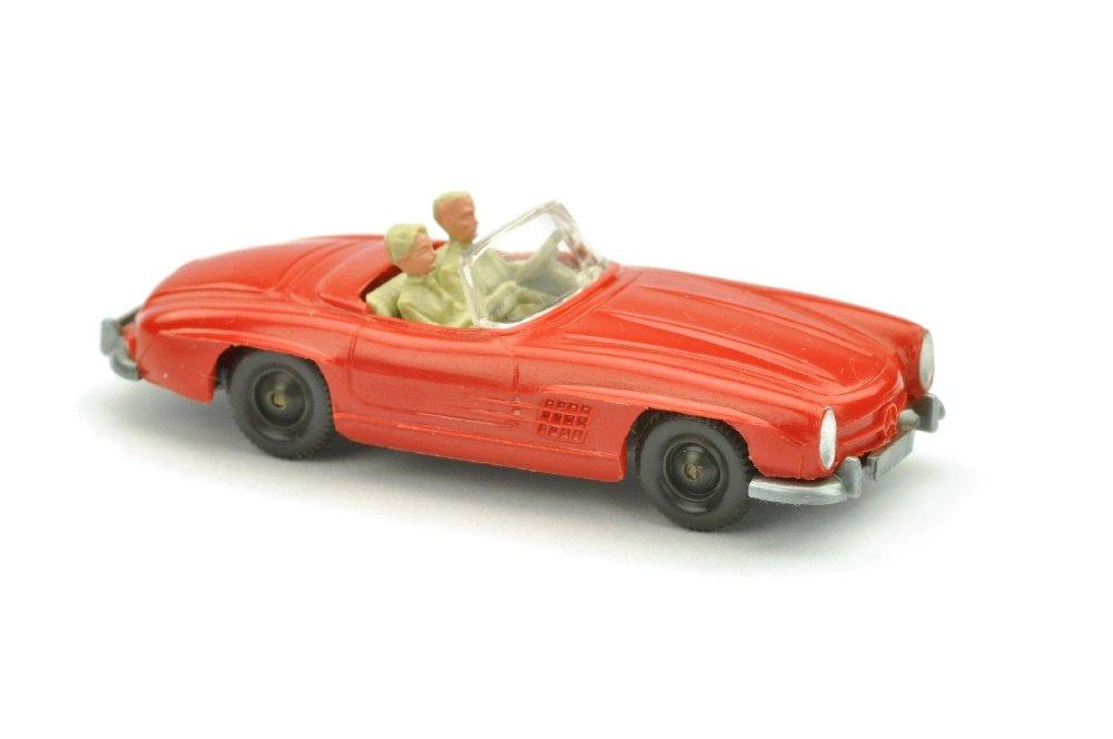 Auf Spritztour ein einem roten Wiking Mercedes 300SL Cabrio, der die Losnummer 8139 auf der 64. Auktion des Auktionshauses Saure trägt. Foto mit freundlicher Genehmigung des Auktionshauses Saure.