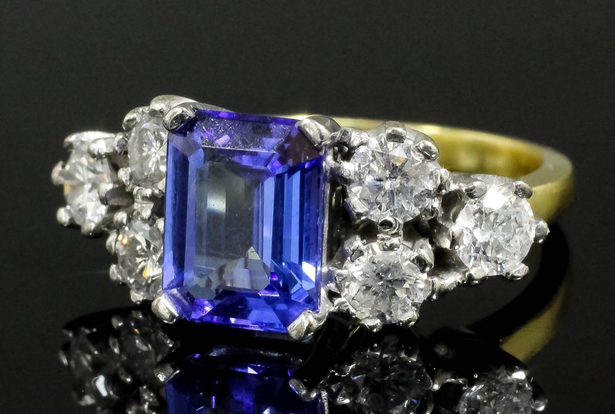 Miscellaneana: Scarce tanzanite gemstones