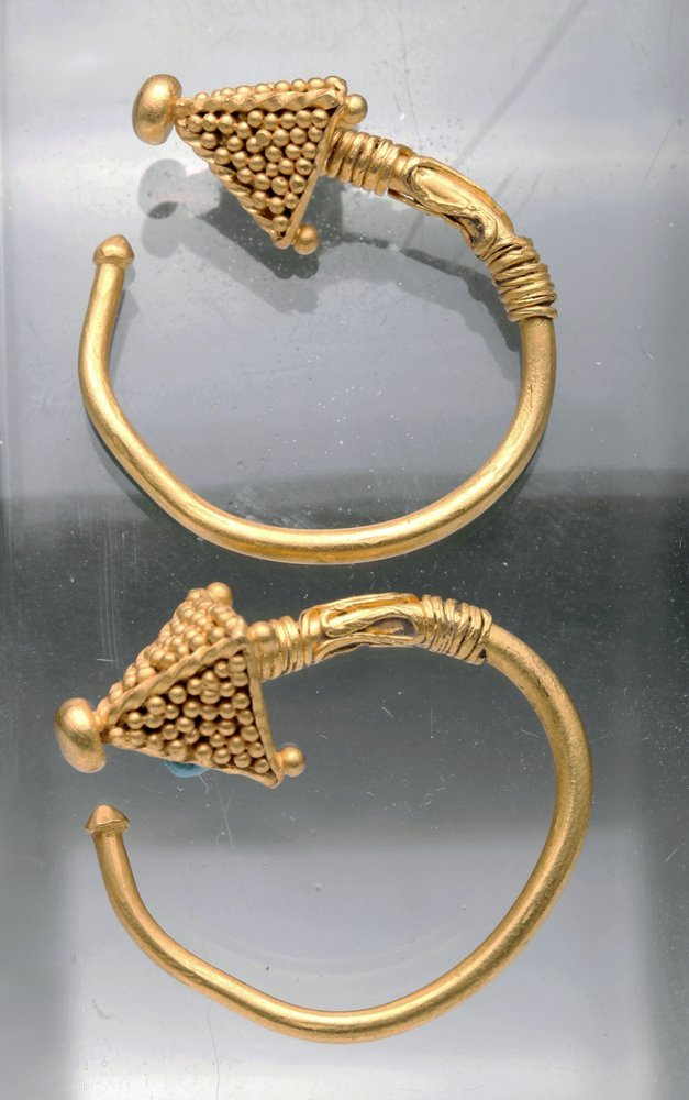Viking 22K gold hoop earrings, Nothern Europe, ninth to 12th century. Artemis Gallery image