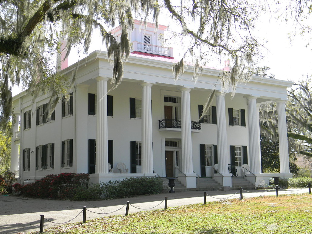 D'Evereux is an 1840 Greek Revival-style mansion in Natchez, Mississippi, listed on the National Register of Historic Places. BobCummings image. This file is licensed under the Creative Commons Attribution-Share Alike 3.0 Unported license.