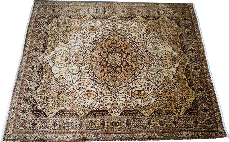Persian rug, all wool, 8 feet x 10 feet 1 inch in excellent condition. Estimate: $8,500-$9,500. Charleston Estate Auctions image