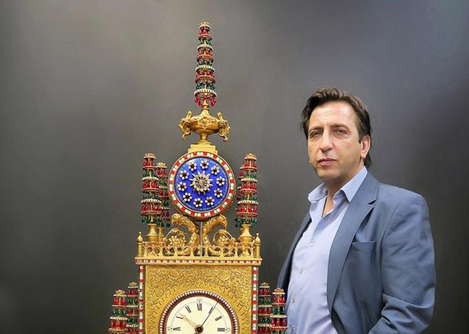 East meets West: automaton clocks