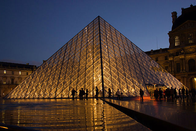 Protests close Louvre museum