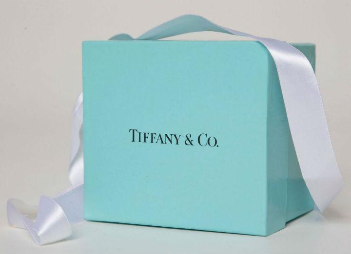 LVMH to buy Tiffany