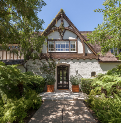 Aniston and Pitt's newlywed mansion could be yours, for $44.5M