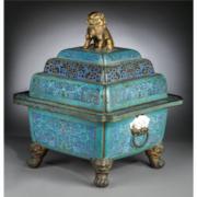 700-lot auction
