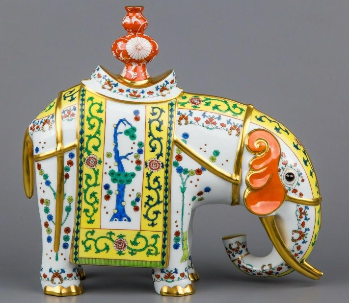 porcelain vie for top bids