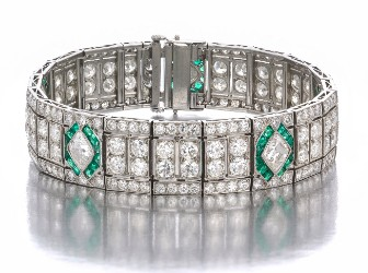 Moran Auctioneers finds eager bidders for fine jewelry