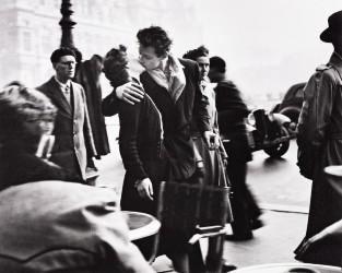 Robert Doisneau portfolio tops Swann photograph auction
