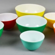 A mixed set of vintage Pyrex mixing bowls. Image courtesy Appraisal & Estate Sale Specialists and Live Auctioneers.