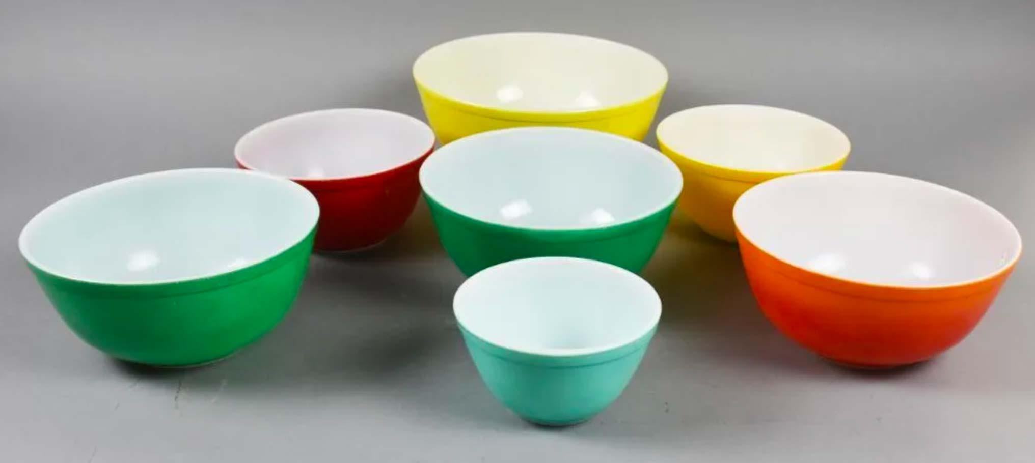 Midcentury Pyrex mixing bowl