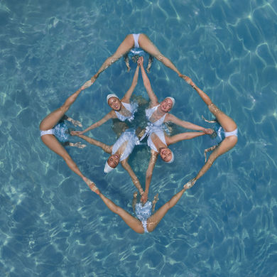 Australian photographer captures art of synchronized swimming
