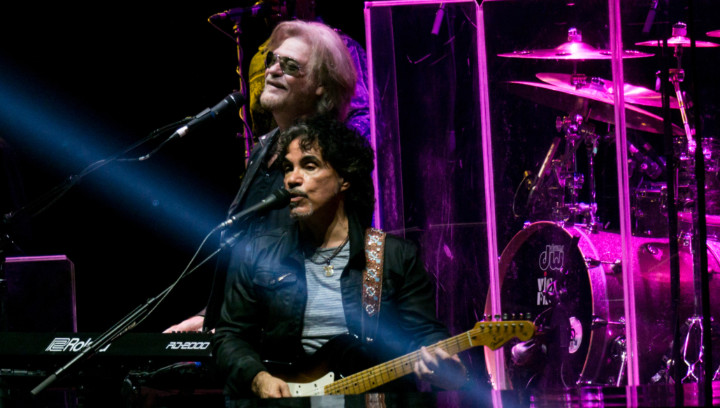 Hall and Oates performing in October 2017 at the O2 in London. Image courtesy of Wikimedia Commons.
