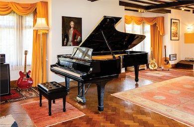 Elton John's Steinway piano captures $915K at Heritage