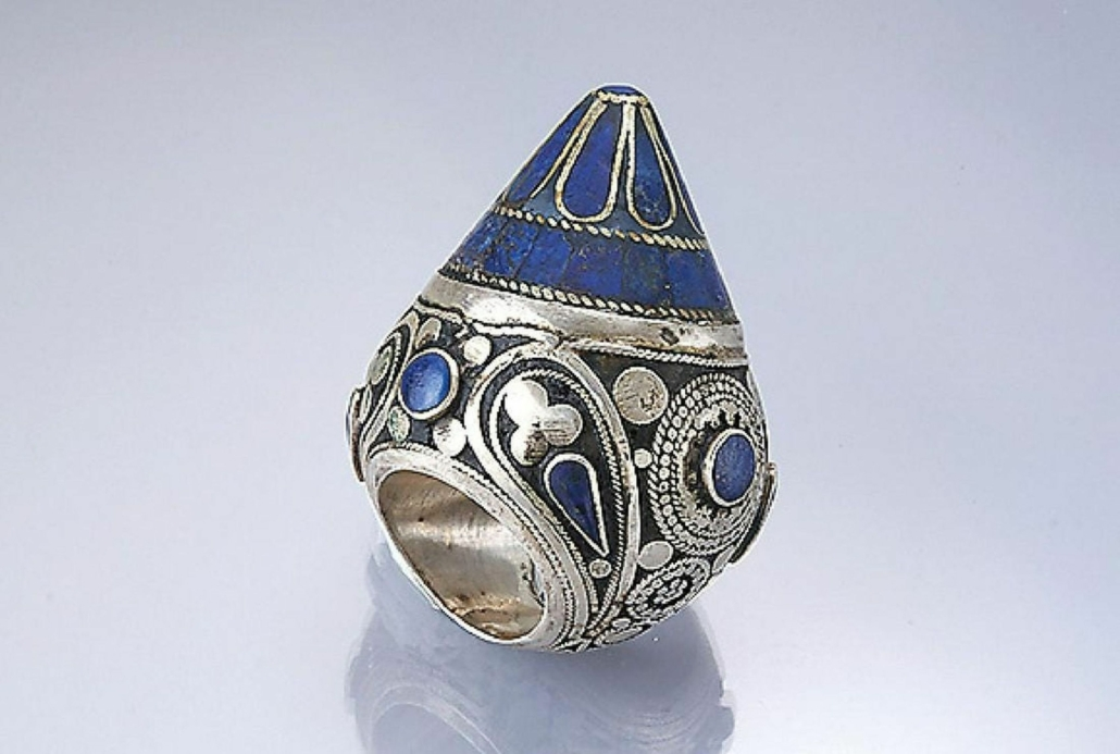 This circa-1900s Afghan wedding ring, featuring lapis lazuli and engraved silver with cord detailing, sold for €380 ($448) plus the buyer's premium in 2019. Image courtesy of Henry's Auktionshaus AG and LiveAuctioneers